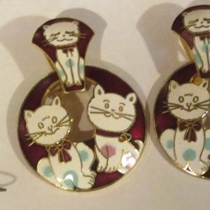 Round cat enamel pierced earrings